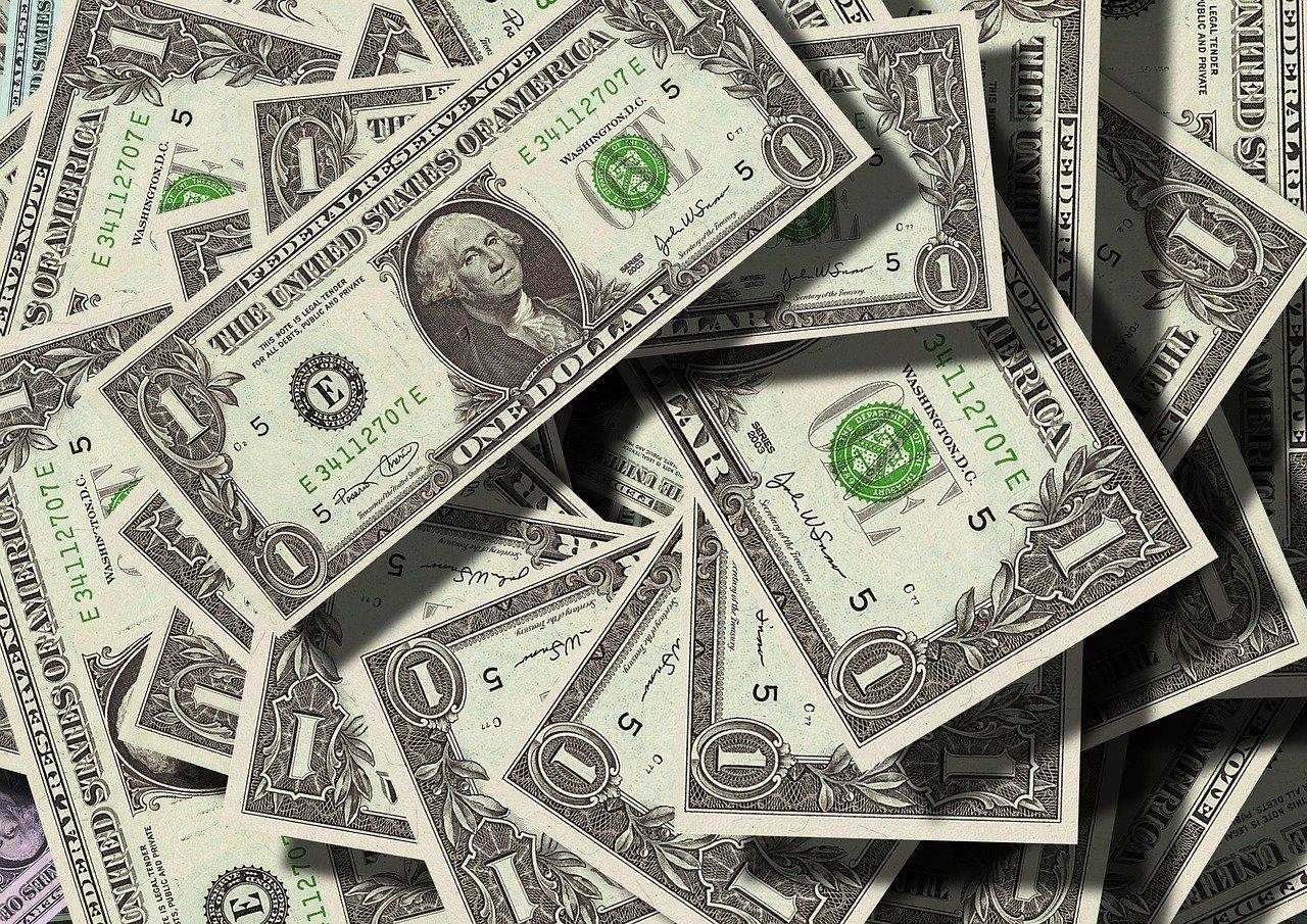 ドルの札束