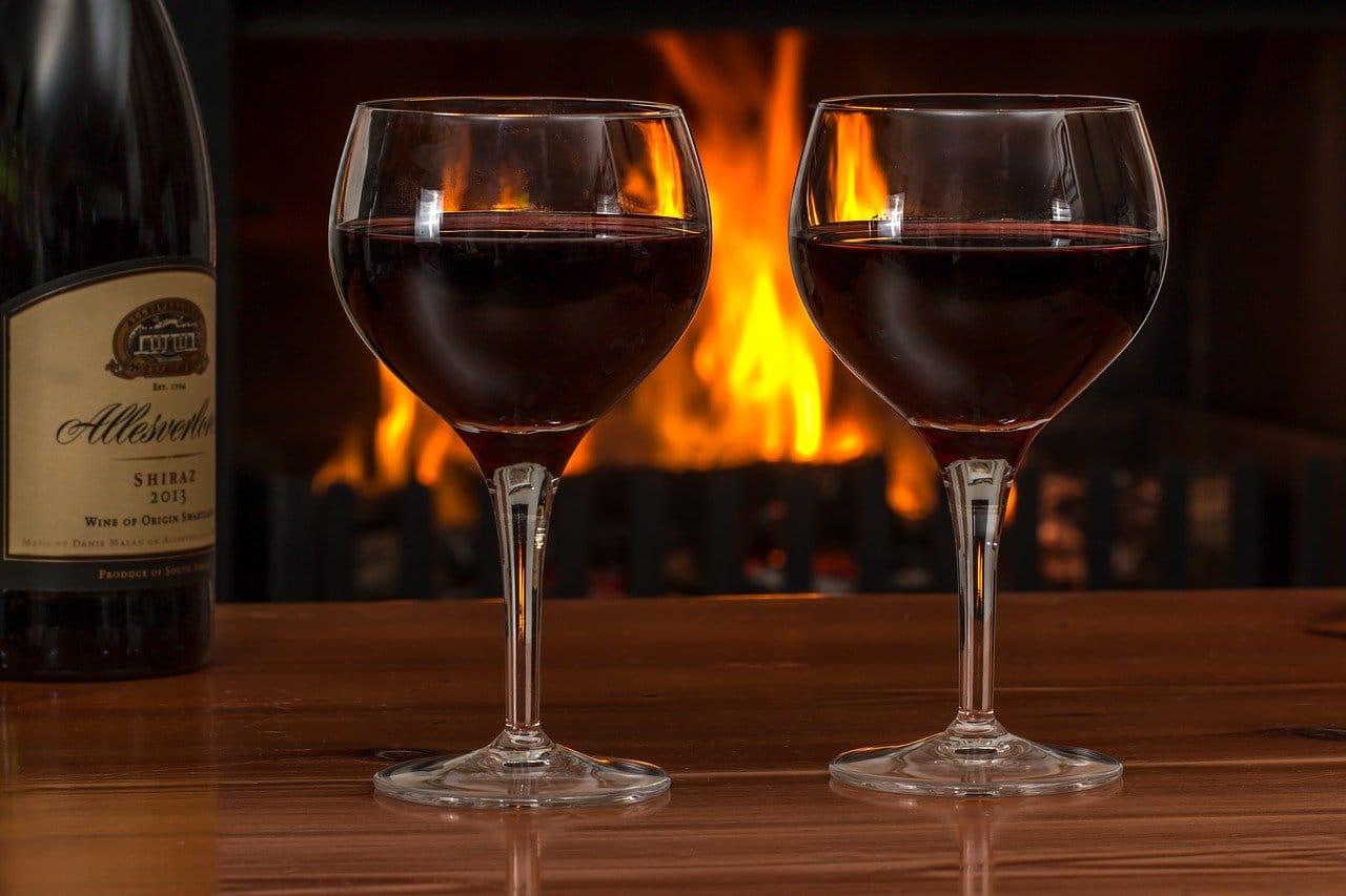 赤ワインとグラス