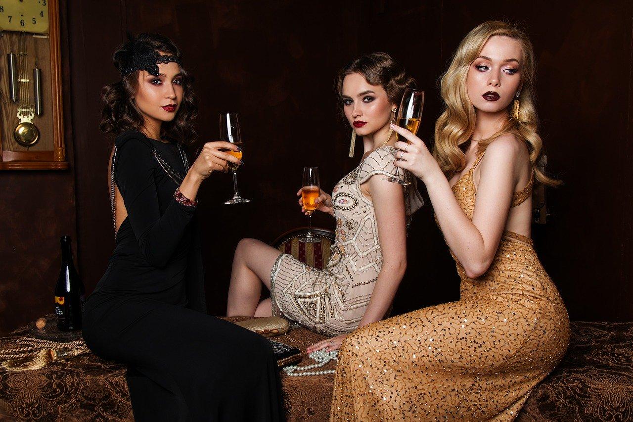 3人の女性、ファッション