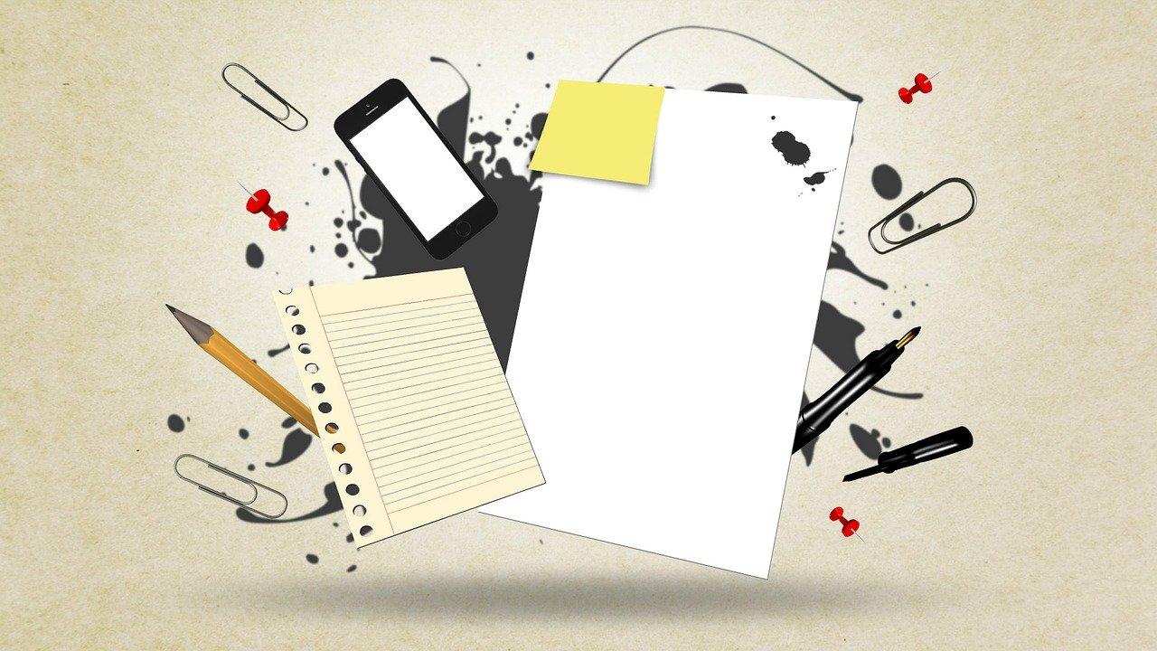 紙と携帯と文房具
