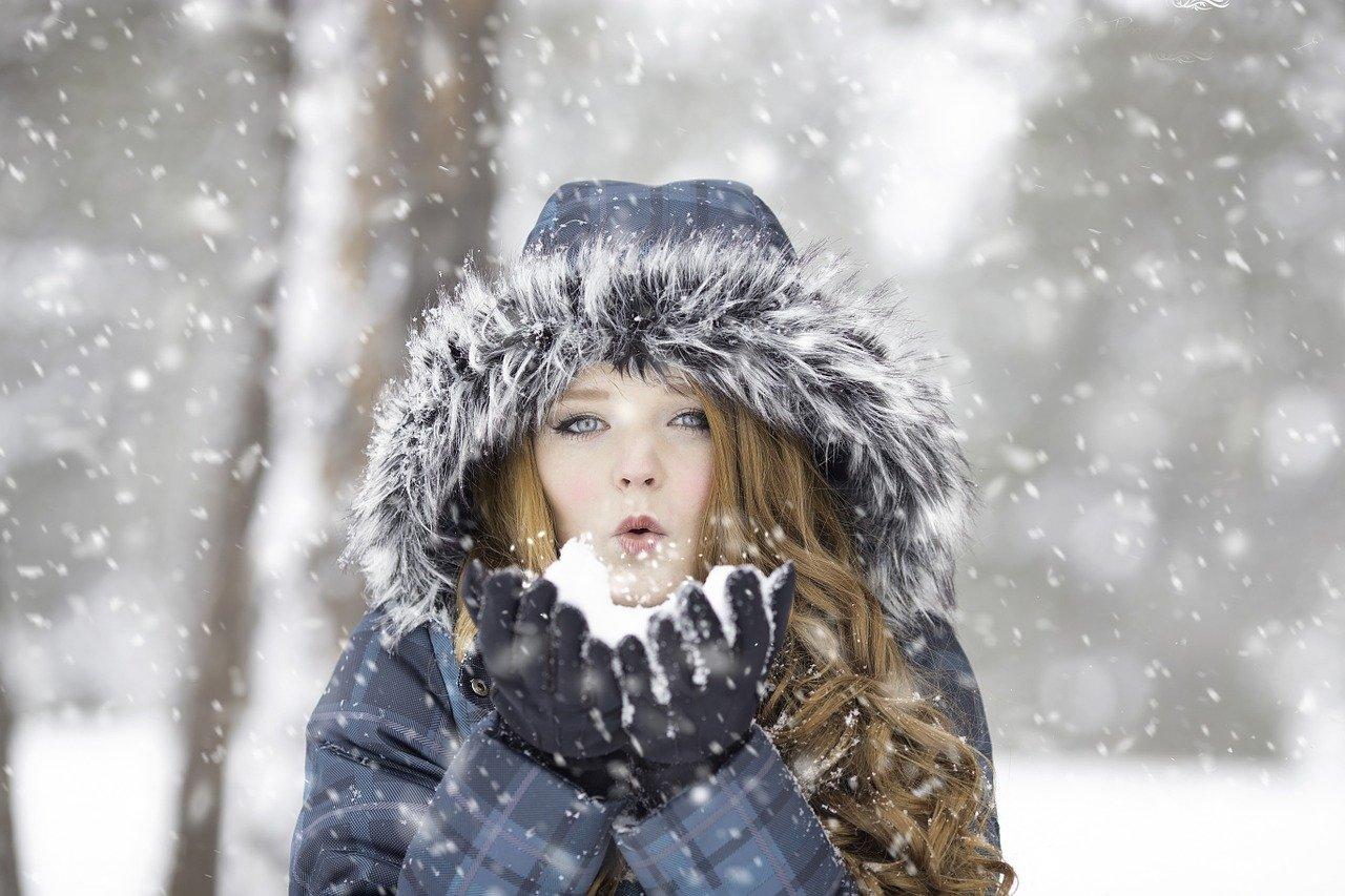 冬、赤髪、女子