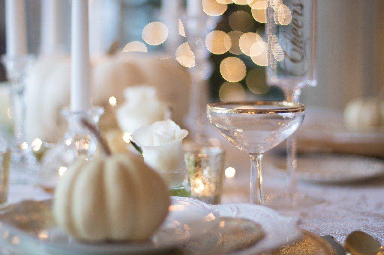 休日のテーブル、ディナー