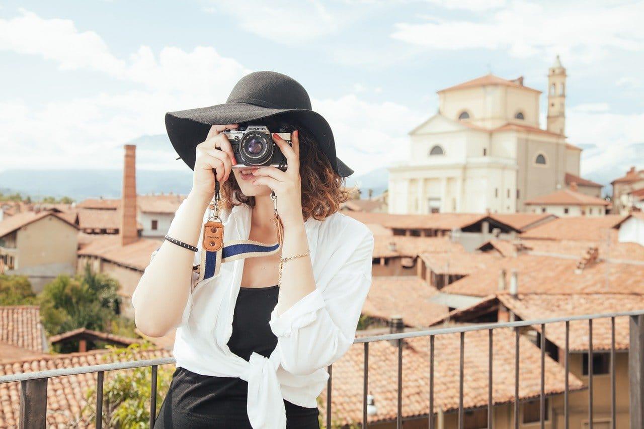 カメラと女性