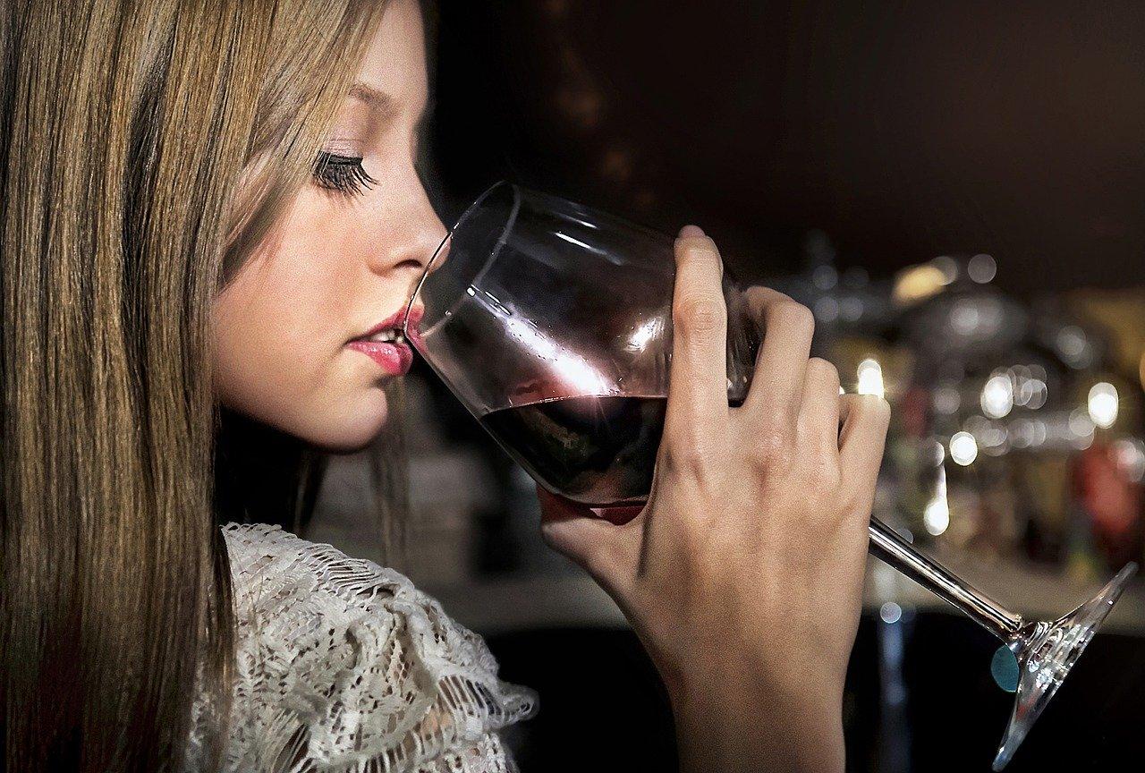 女性、ワイン