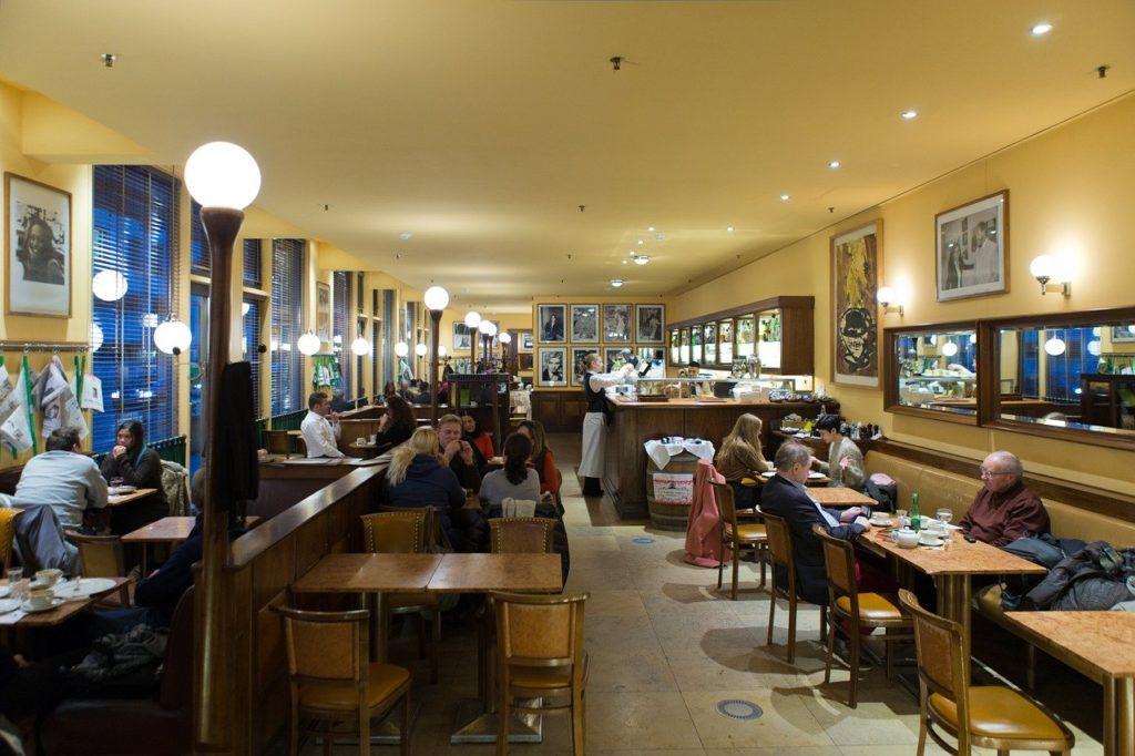 カフェ、店内