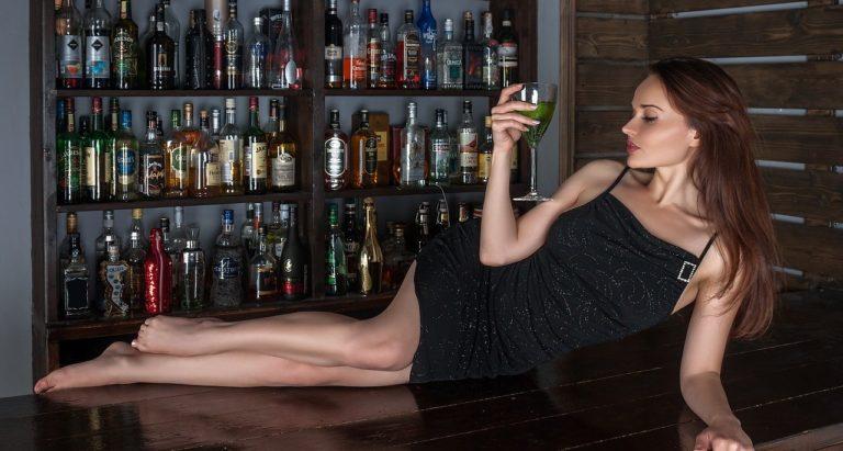 バー、ワイン、女性