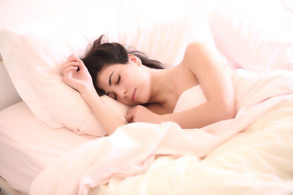 ベッド、女性