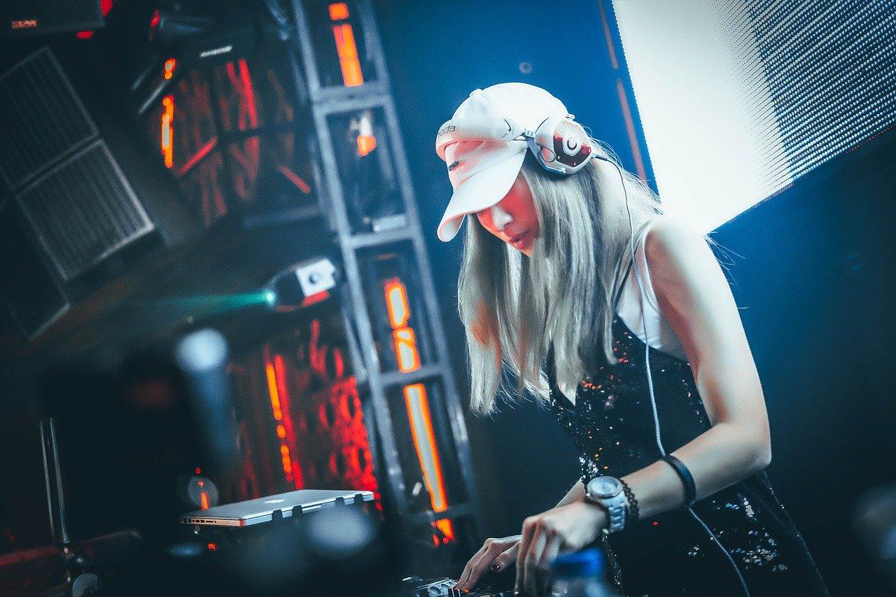 DJ、女性