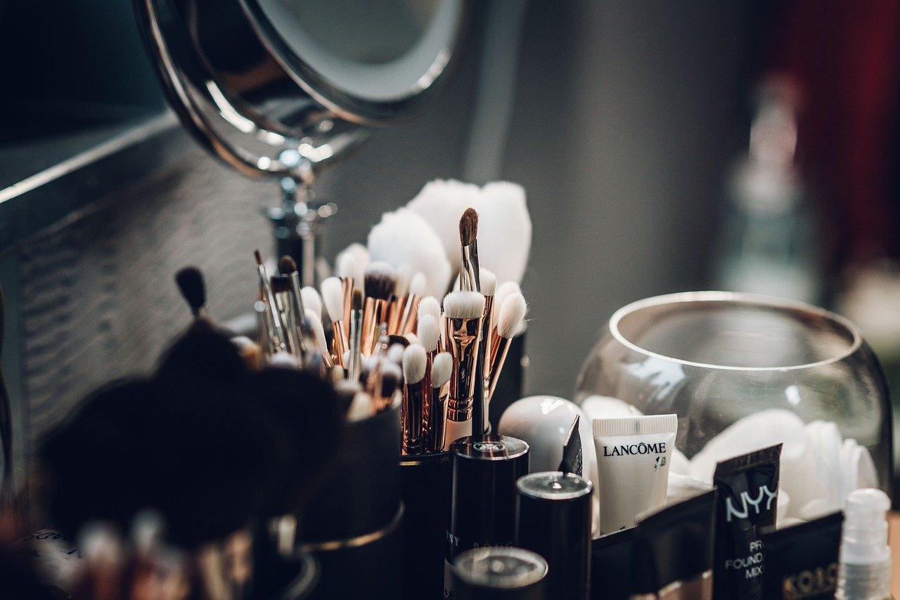 メイクアップ、化粧品