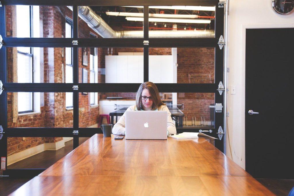 オフィス、女性、Macbook