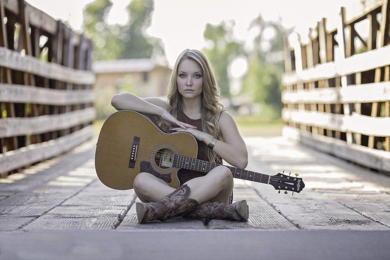 女性、ギター