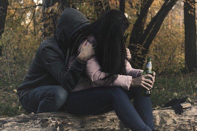 酔っ払う女性