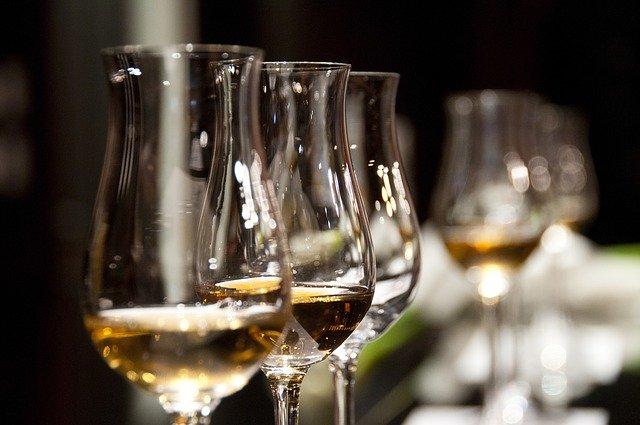 酒の入ったグラス