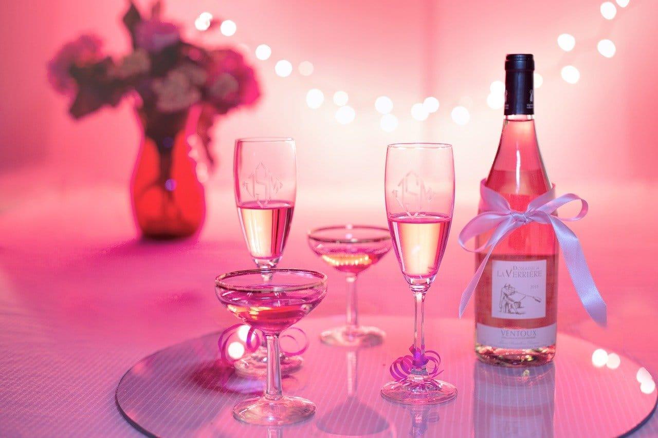 ピンクワインとグラス