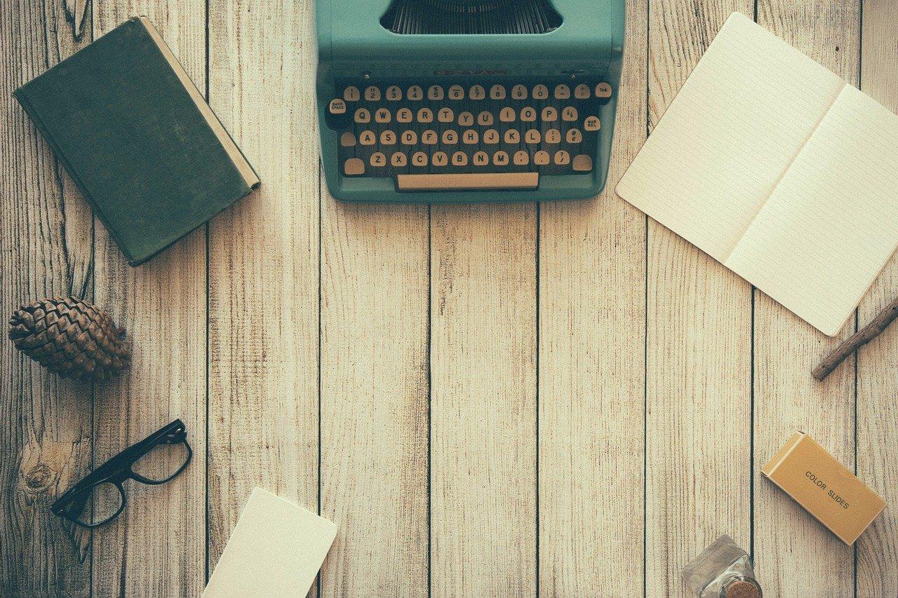 タイプライターとペン