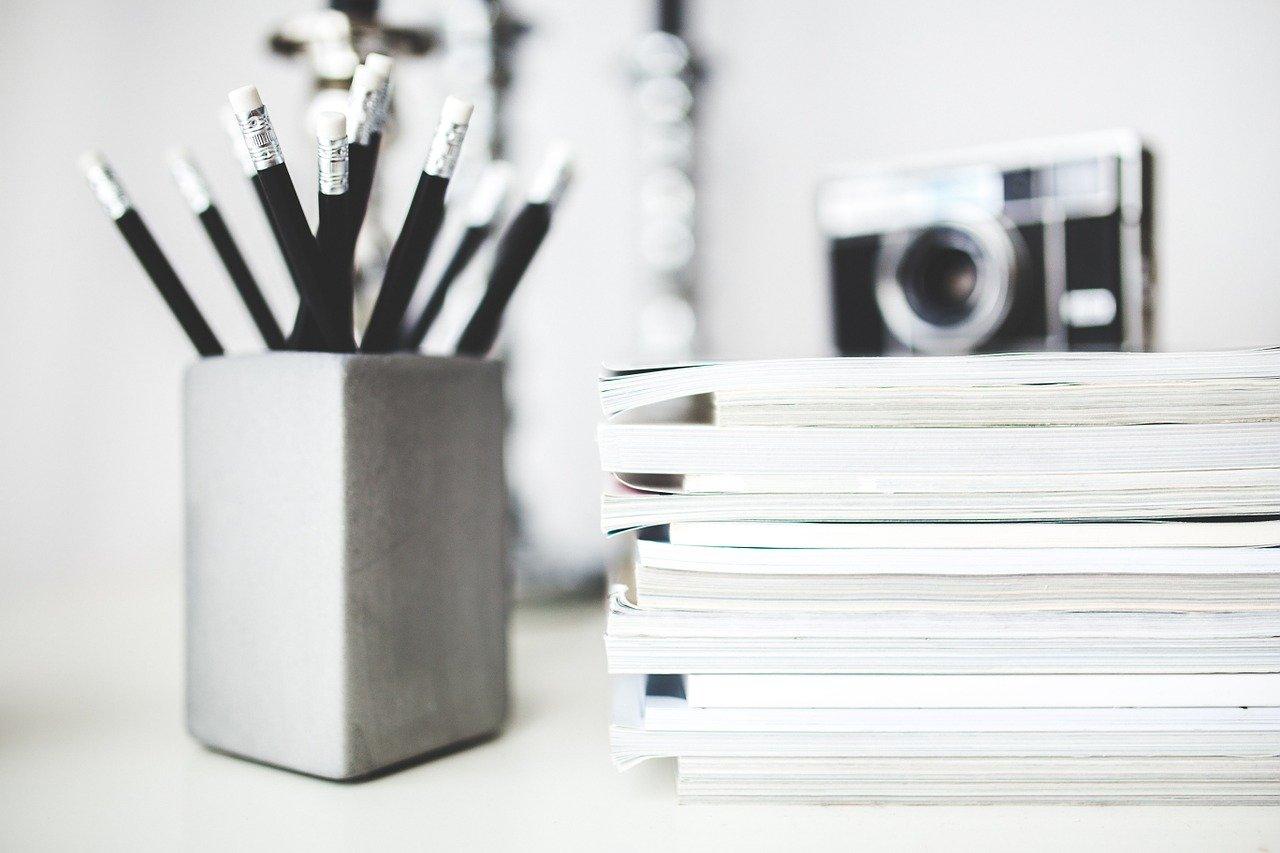 鉛筆、書類