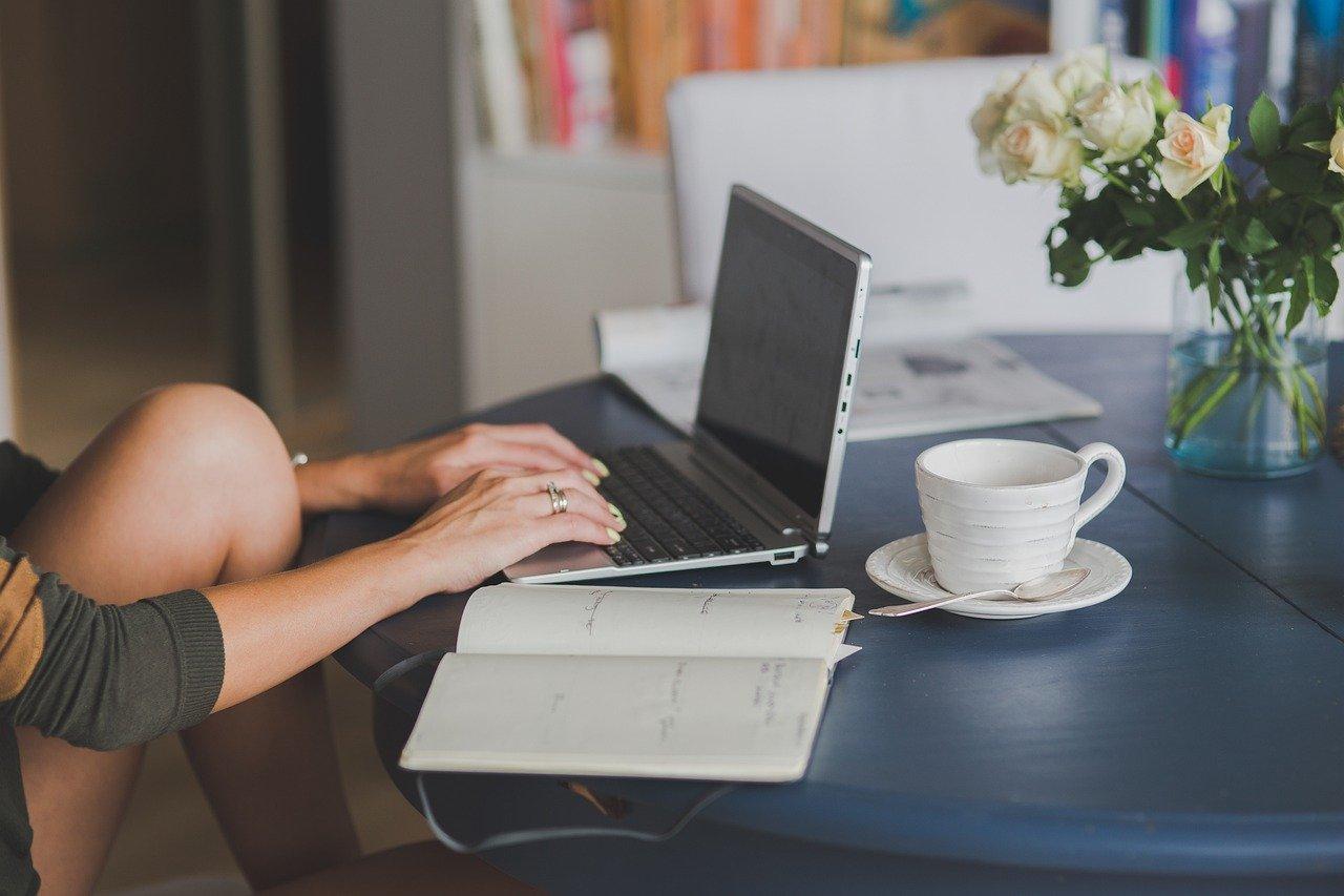 オフィス内のパソコン