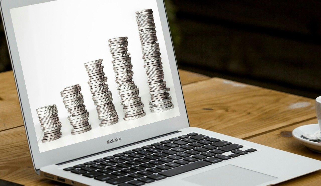 パソコン画面に映るコイン