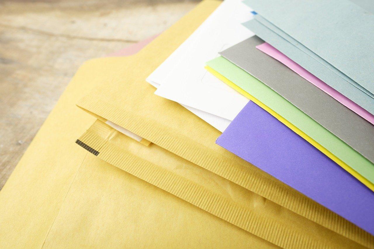 封筒、文房具、たくさん
