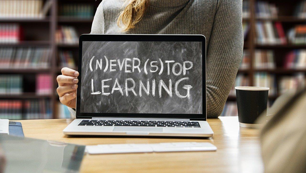 学び、ノートパソコン