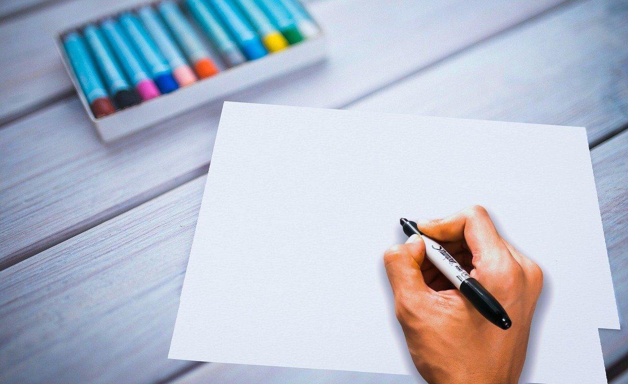 白い紙に書く