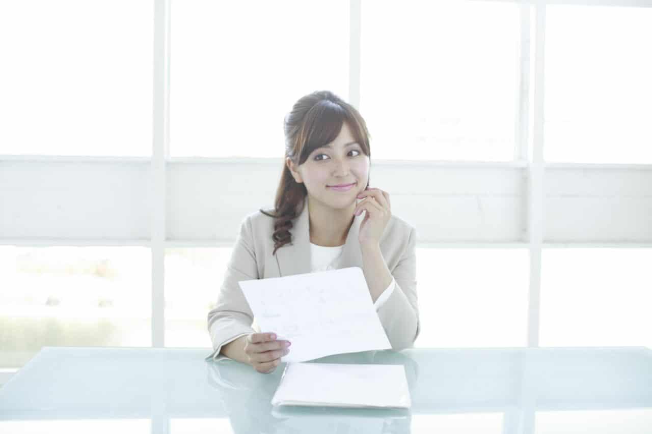 書類、女性、ビジネス
