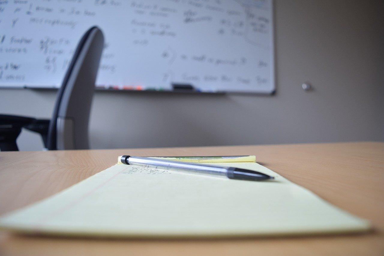 オフィス、メモ帳、ホワイトボード