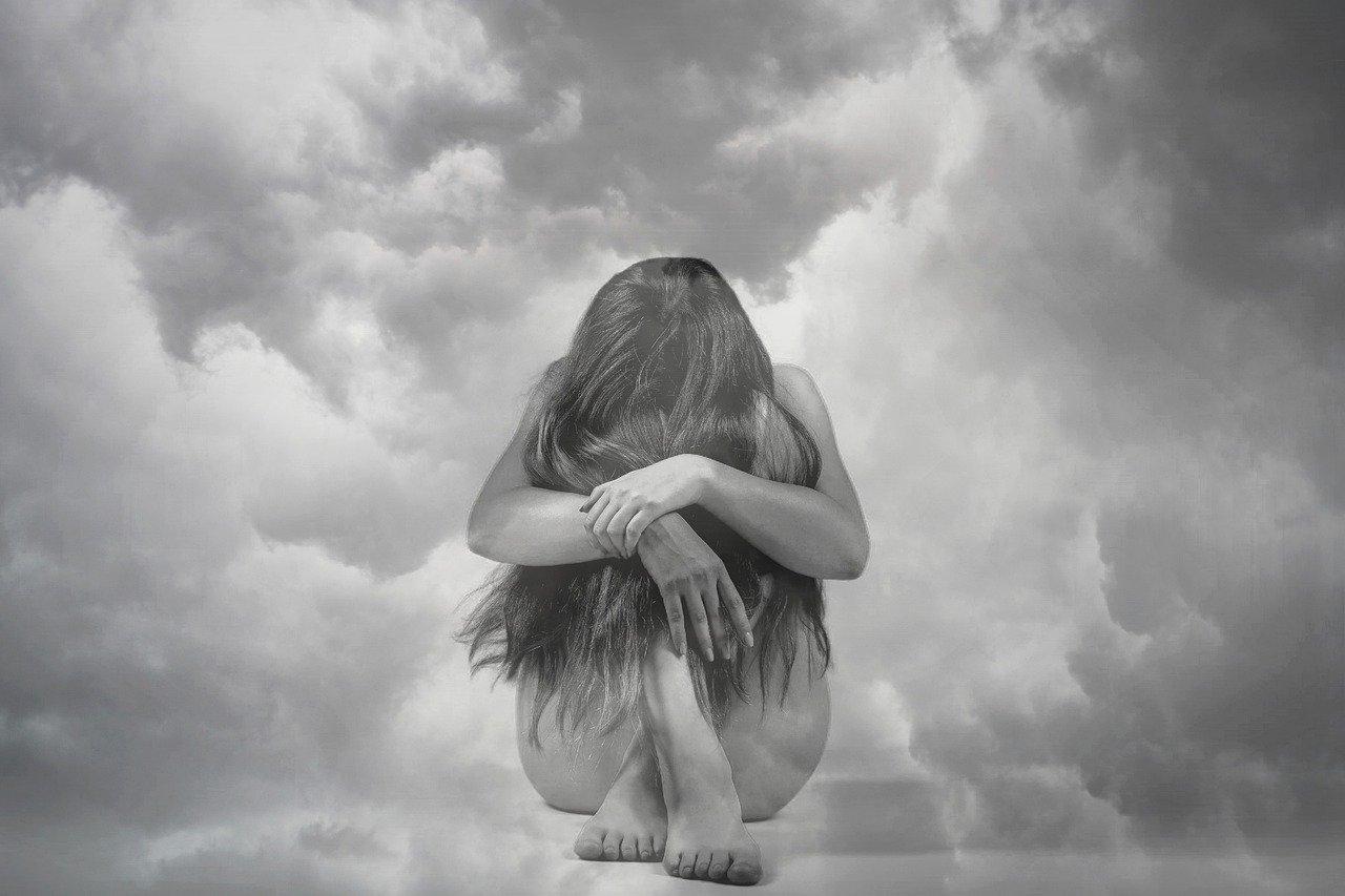 女性、雲、うつ病