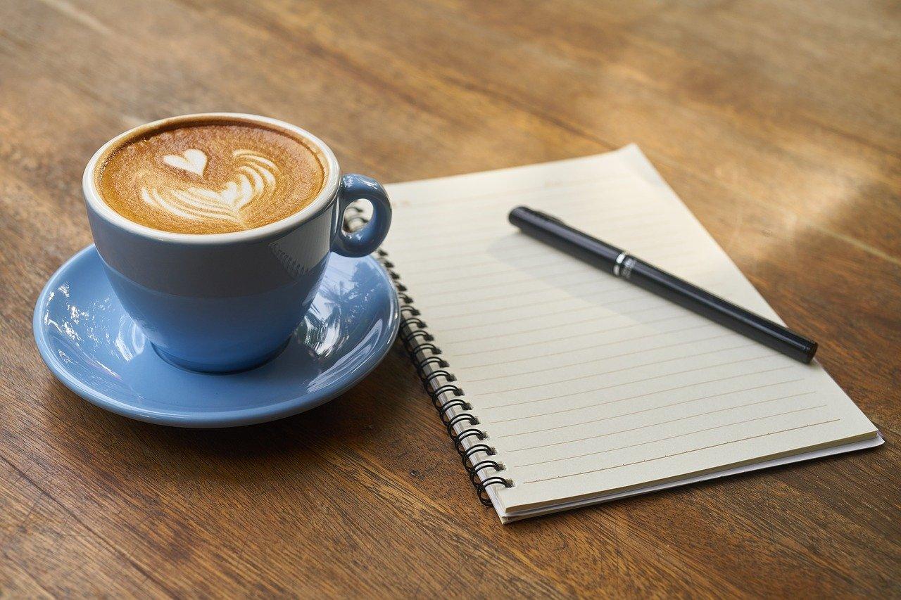 コーヒーと開いたノート