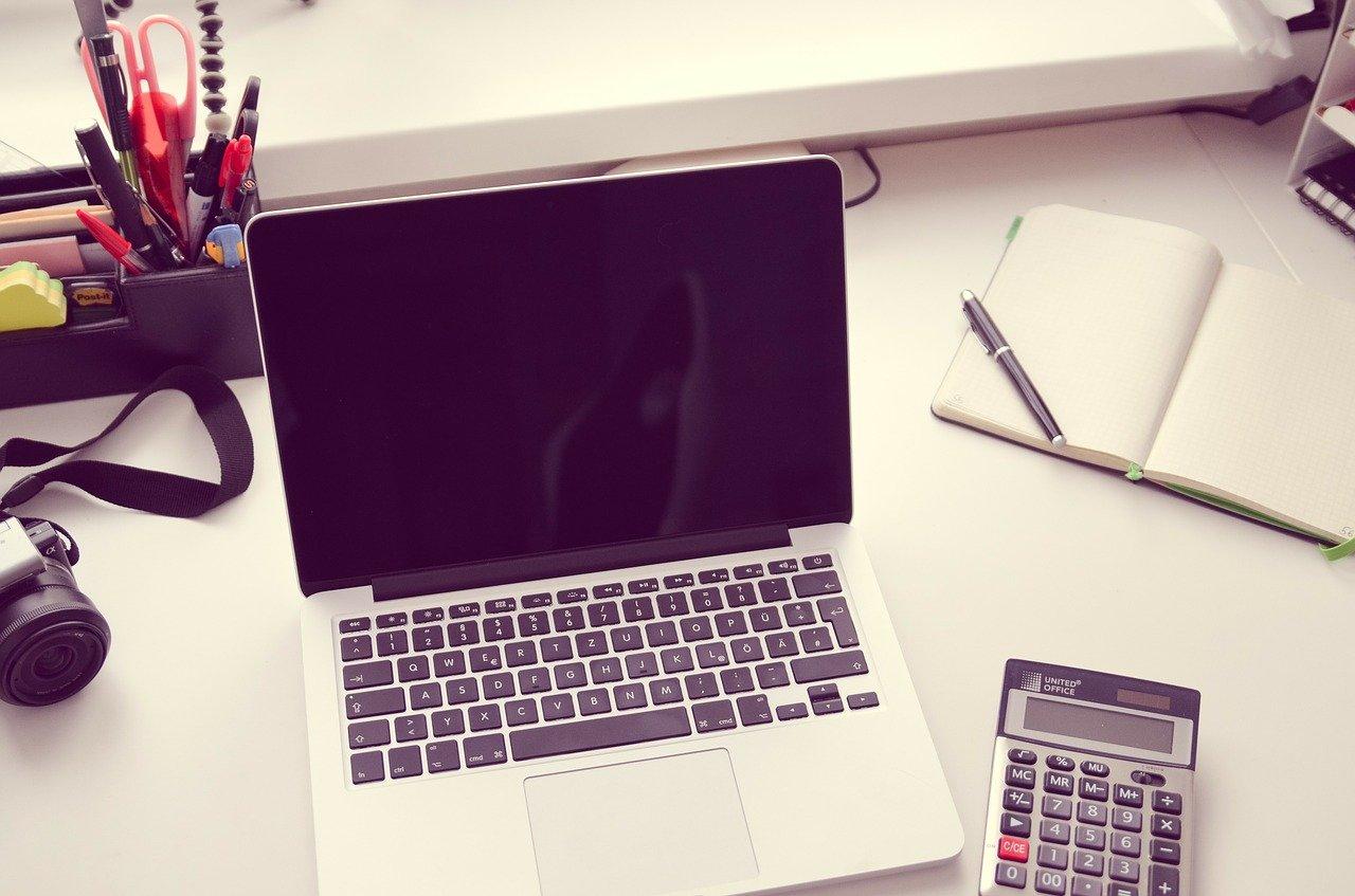 電卓とノートPC