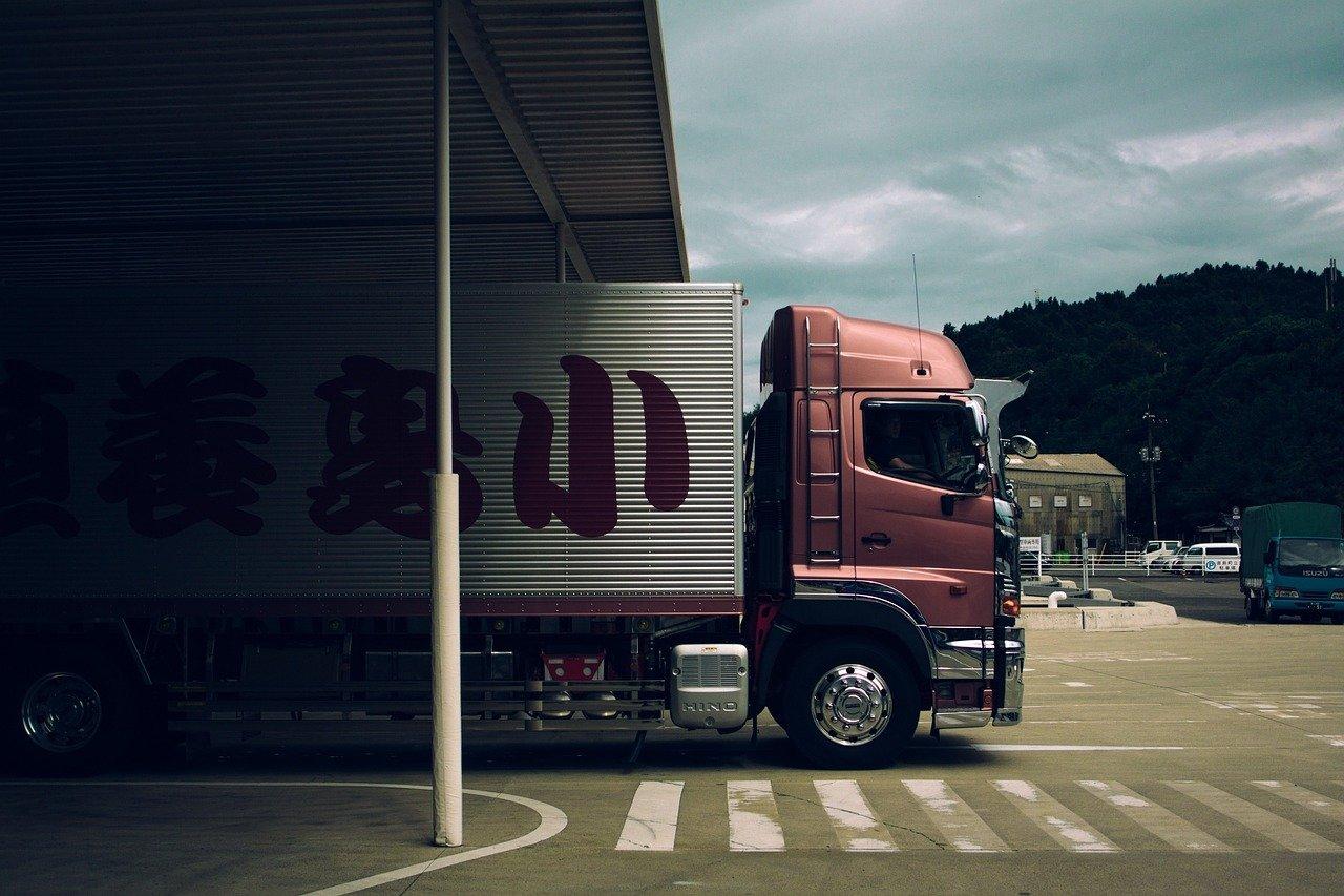 トラック、大型トラック、輸送