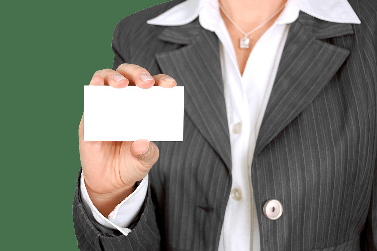 名刺を示す女性の画像