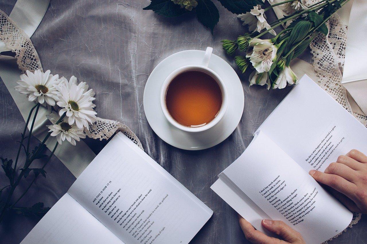 コーヒーと読書の画像