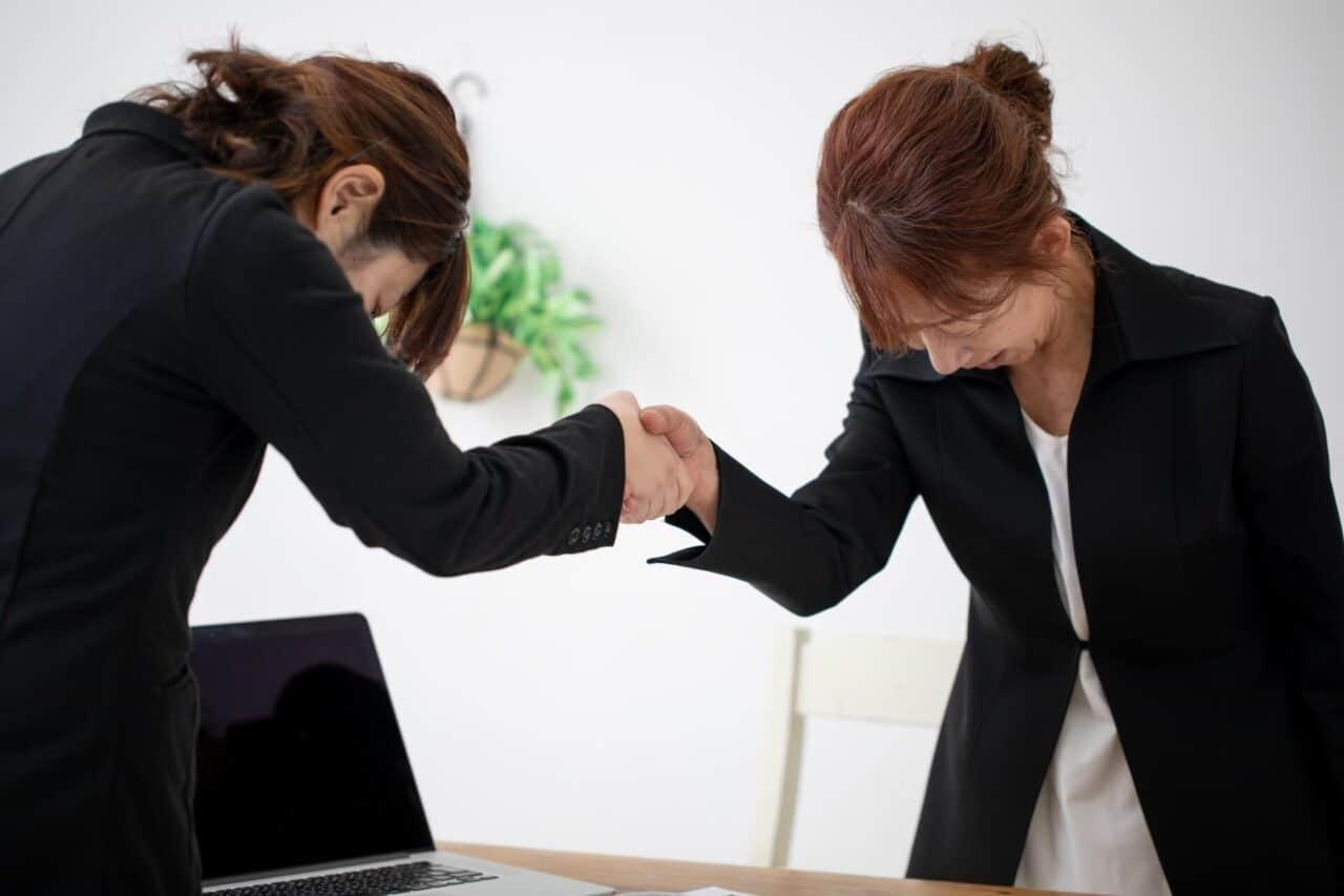 女性,握手,スーツ,パソコン