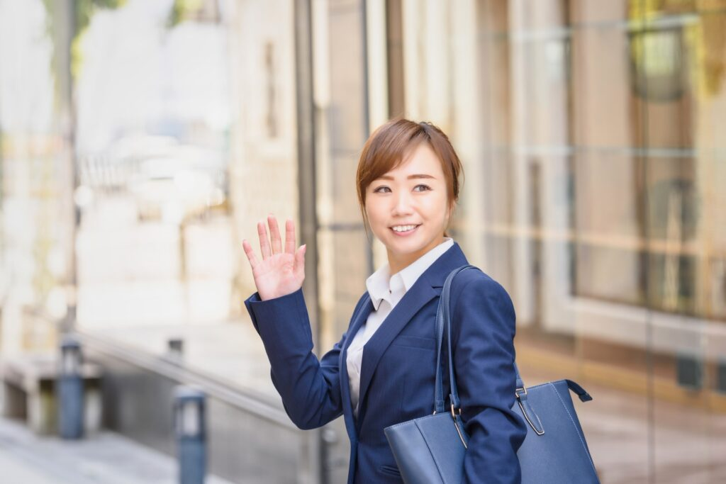 転職活動する女性