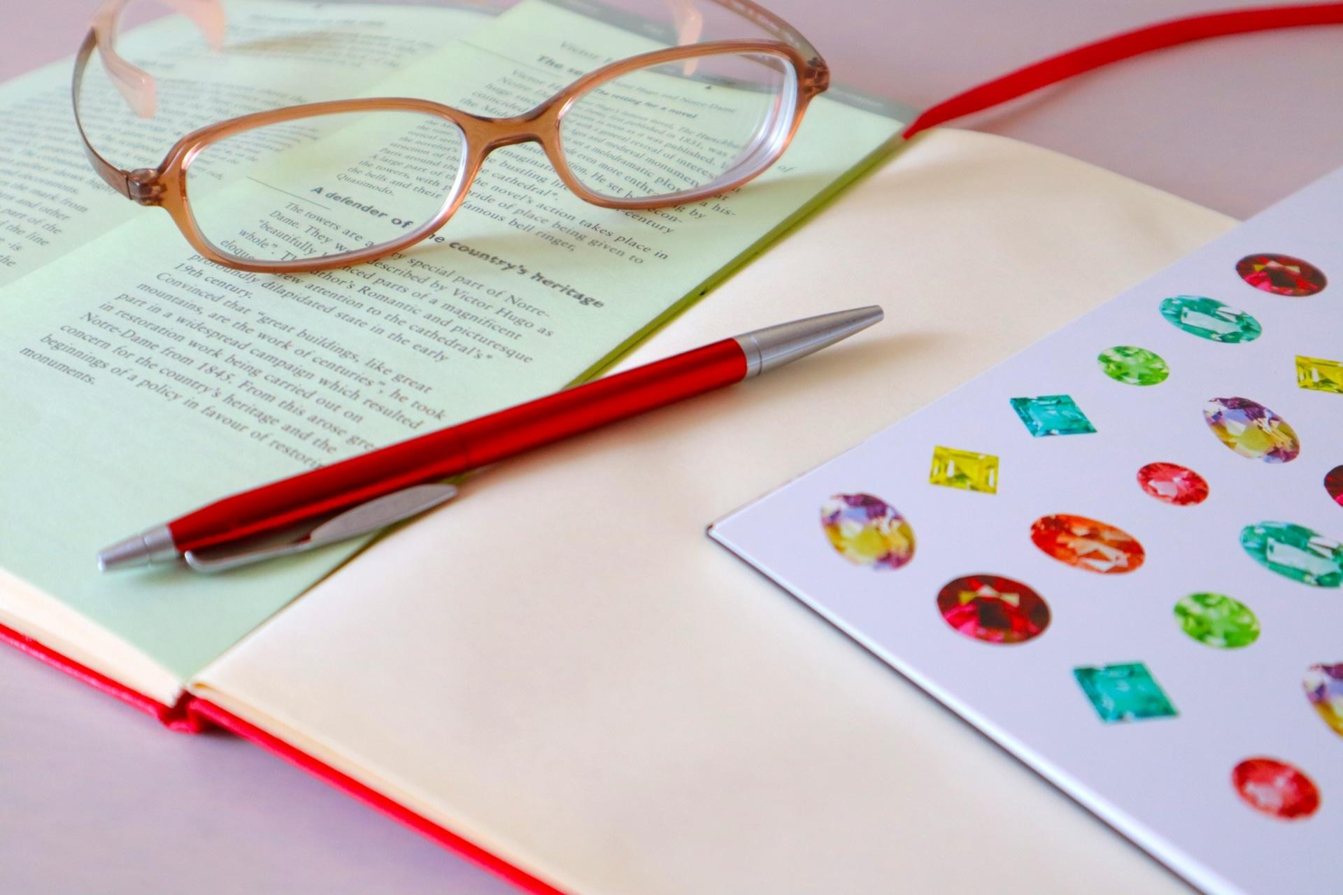ペンとメガネ