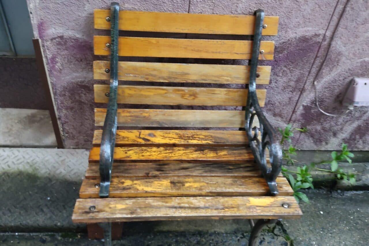 短いベンチ