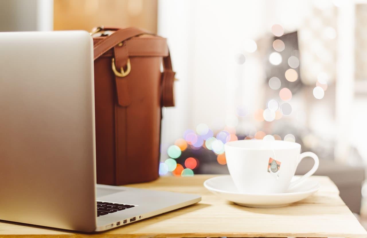 バッグとコーヒーの画像