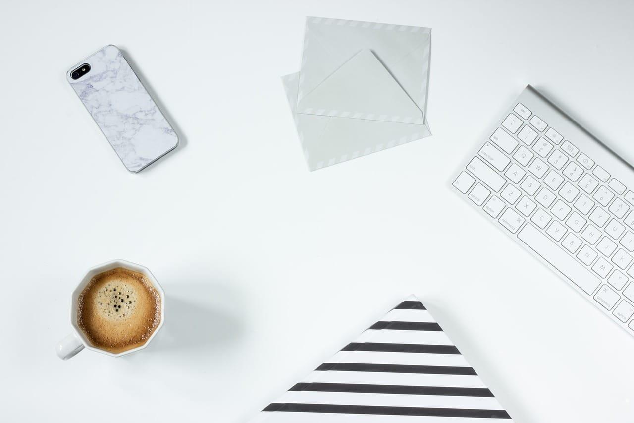 白い用具の画像