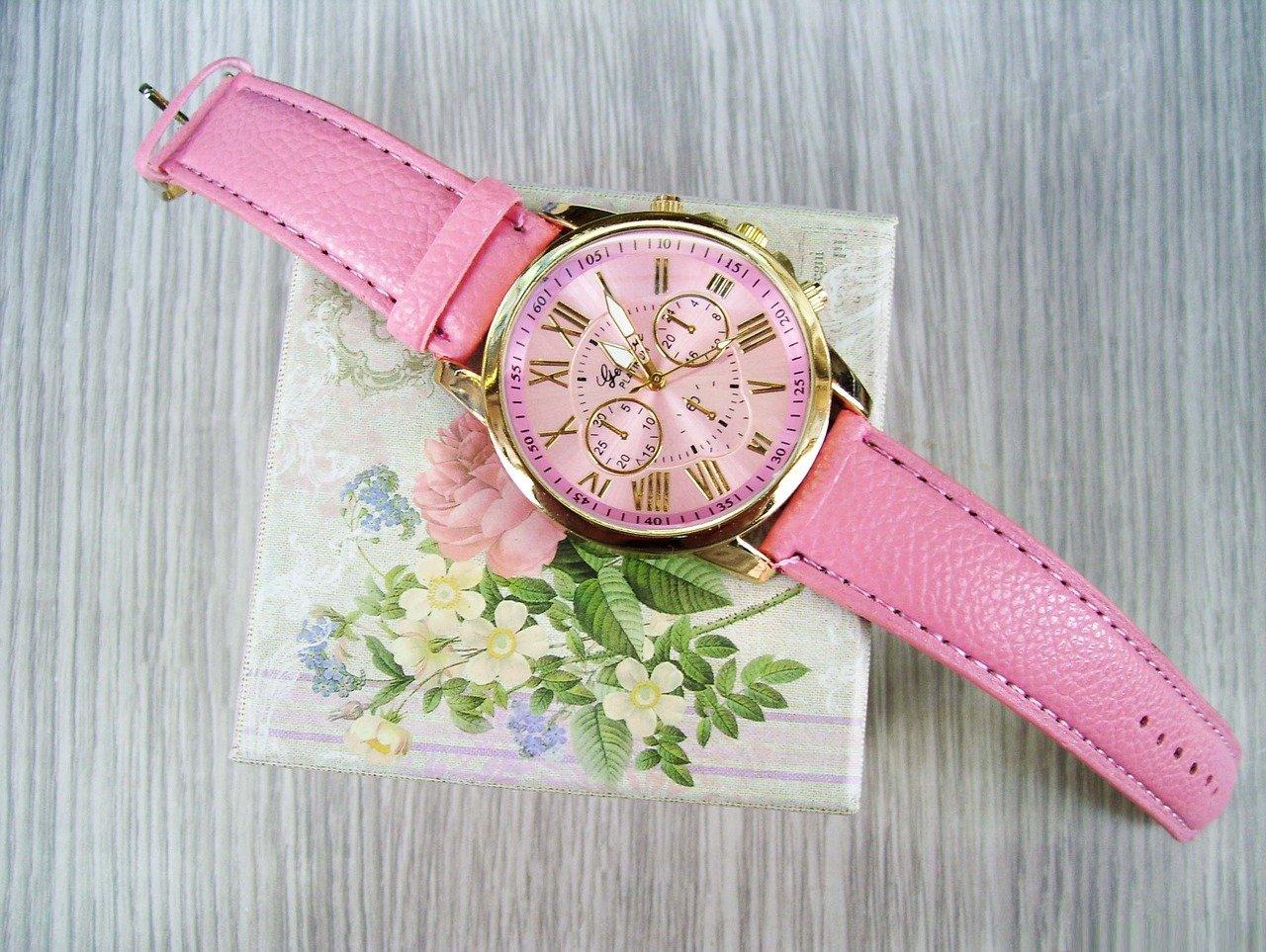 派手な時計