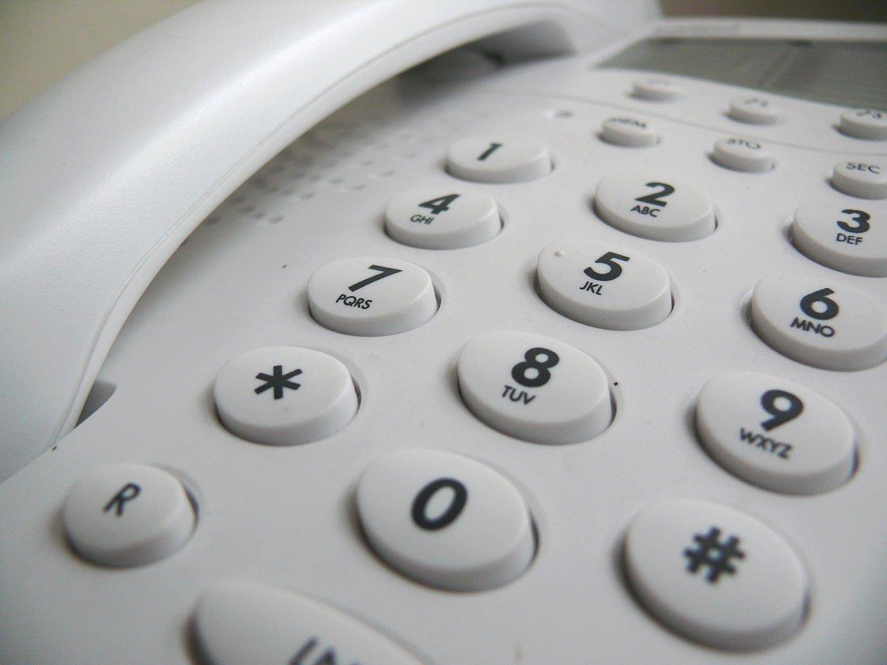 テレフォン、電話