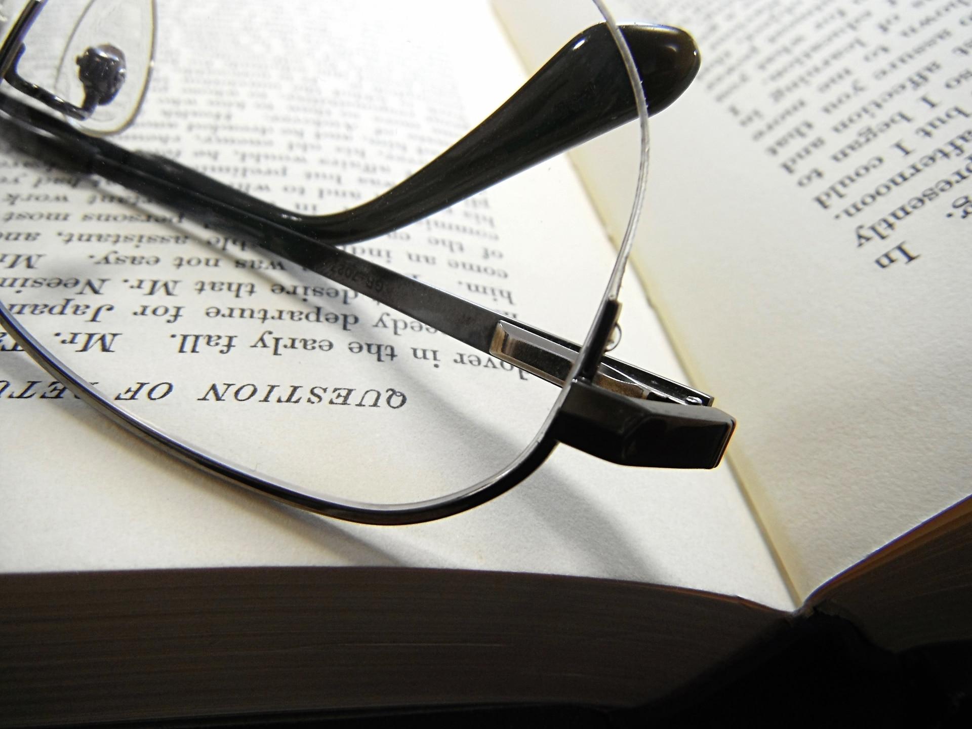 メガネと洋書