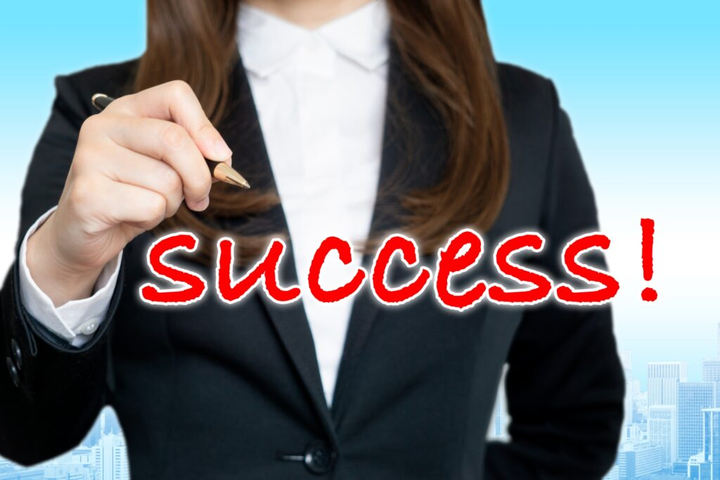 successの文字と女性