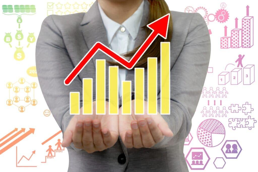 上昇するグラフ、女性