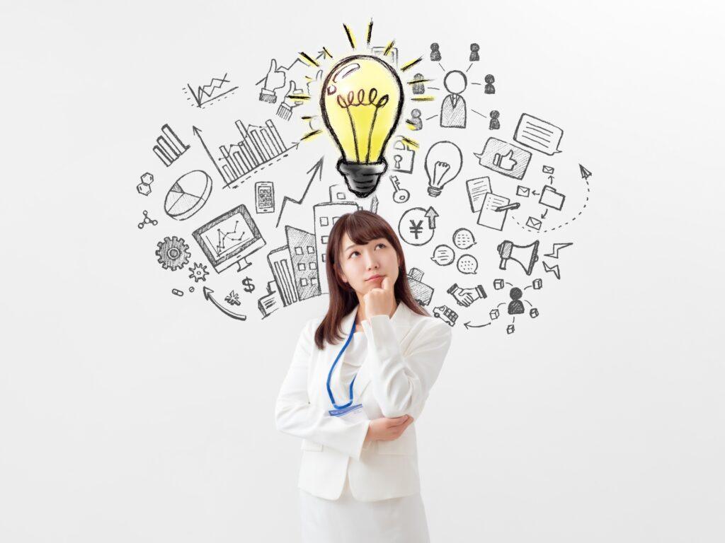 電球、アイコンマーク、考える女性