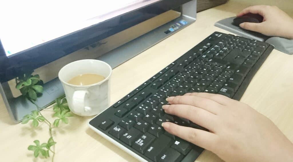 PCを操作する手
