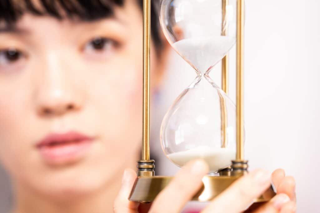 砂時計、女性