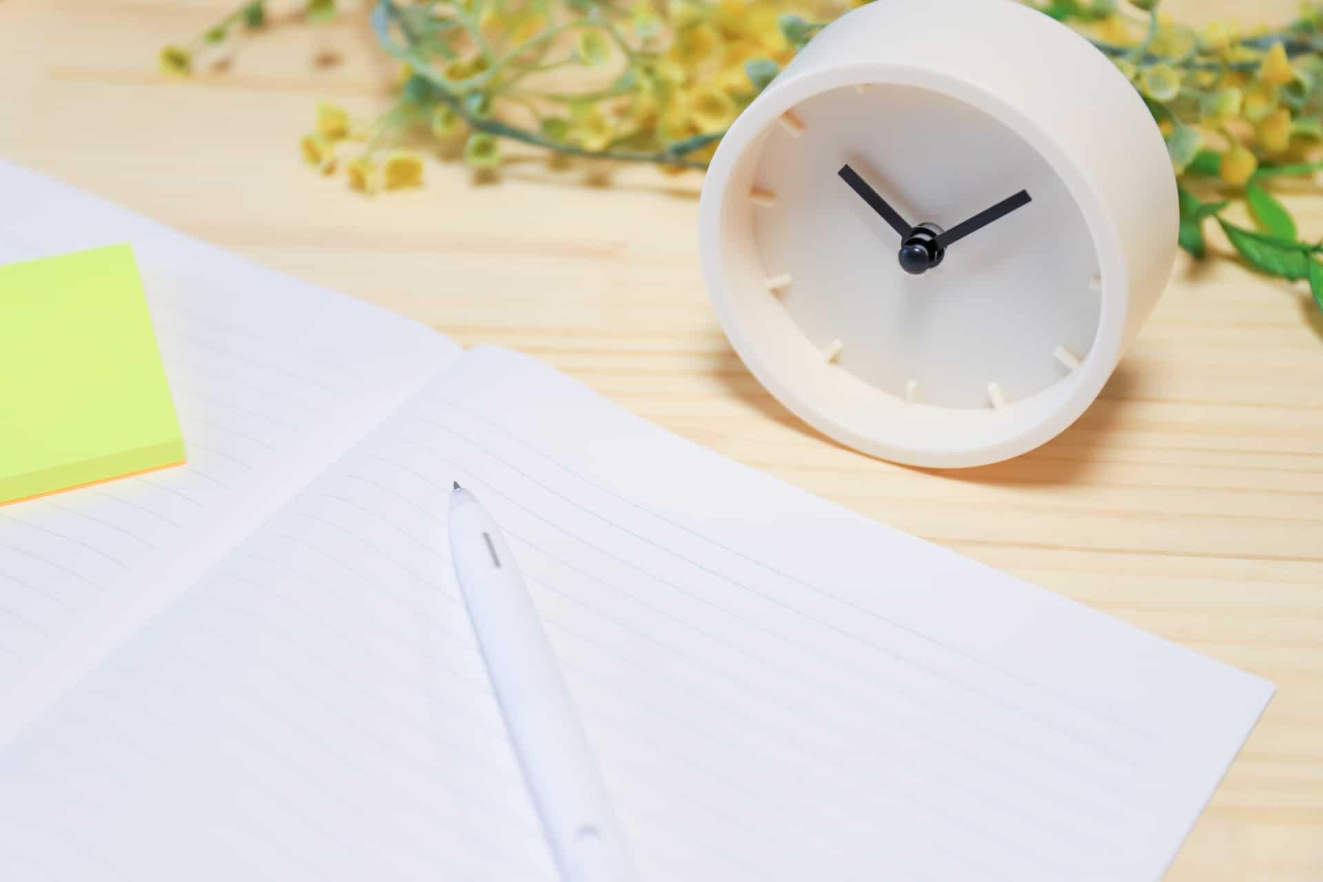 ノーと、ペン、時計