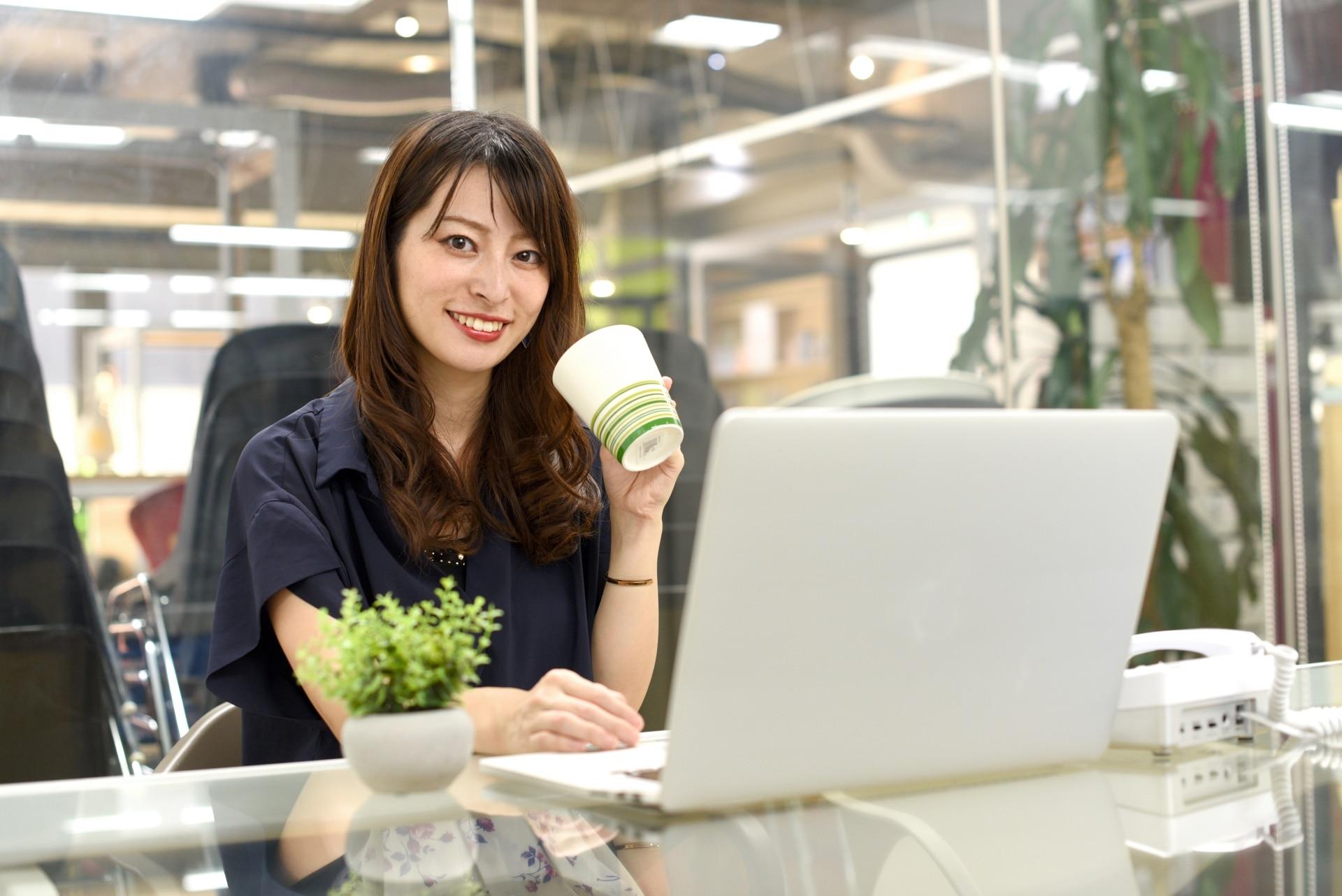 ノートパソコン、女性、オフィス