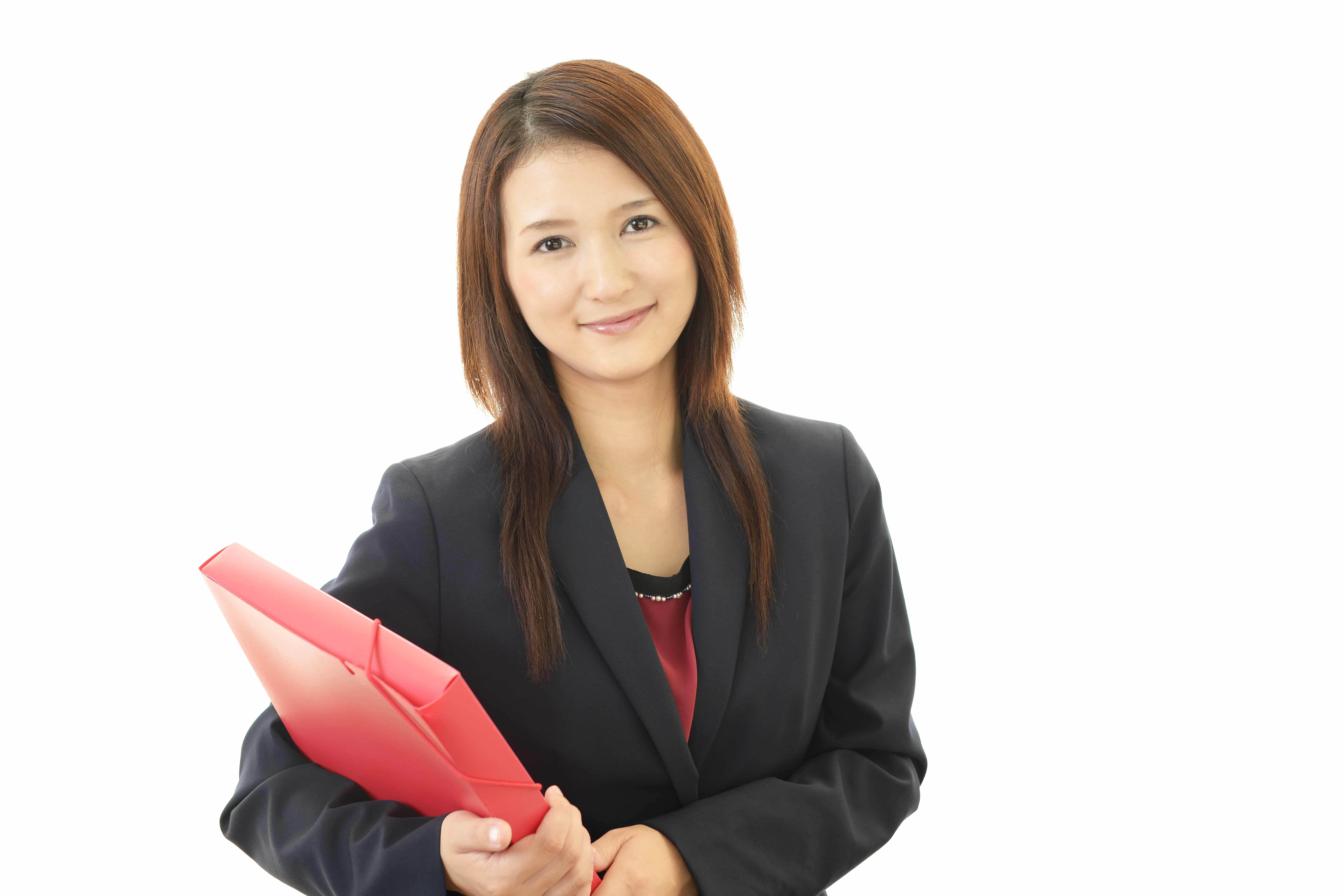 書類を抱える 女性